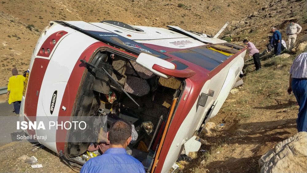 حادثه واژگونی اتوبوس حامل خبرنگاران محیط زیست در ارومیه (تصاویر)